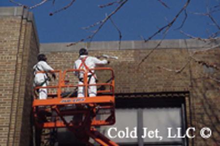 Limpieza criogénica con hielo seco en fachada