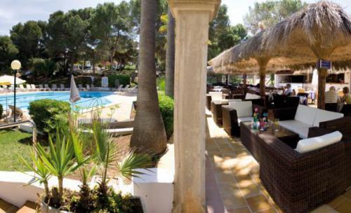 Terraza, piscina y vista mar Restaurante Tenis