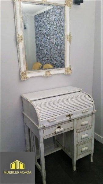 Escritorio y espejo totalmente restaurado en acabado blanco con pátina oro