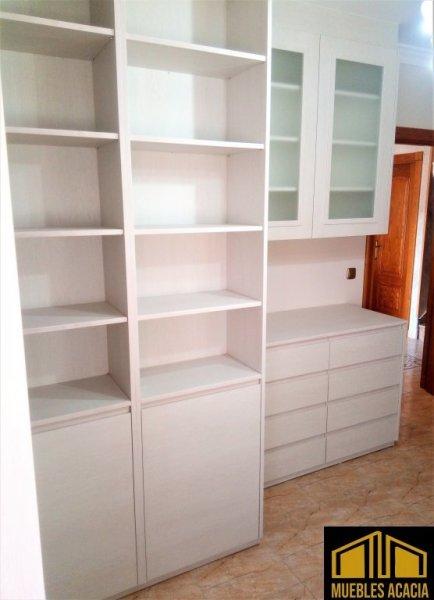 Hueco de estanterías para libros.