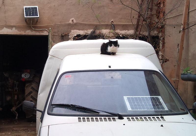 Cargadores solares para tractores, furgonetas...