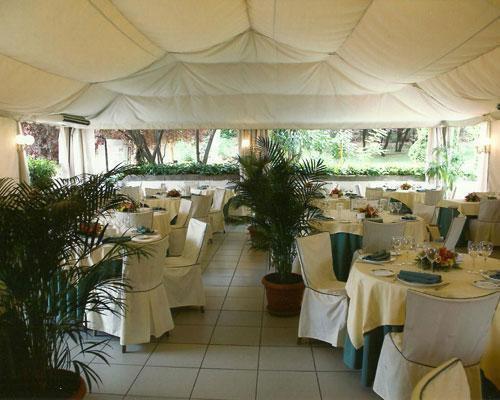 Gran carpa climatizada para acoger a todos los invitados a la boda