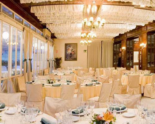 Elegantes salones con espectaculares vistas
