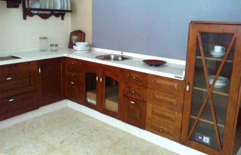 Encimera en blanco para una cocina rústica