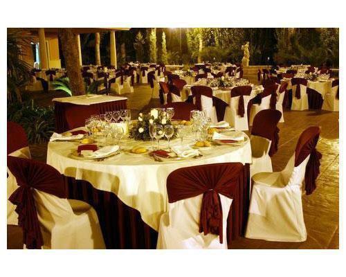 Banquete nocturno en la terraza
