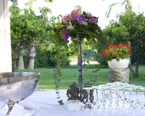 Con jardines, fuentes, esculturas y una zona tropical