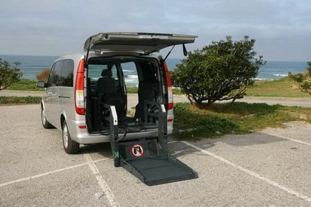 Taxi Viano Con adaptación para 1 pasajero en su propia silla de ruedas