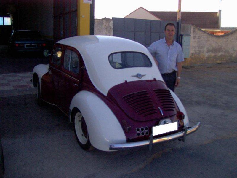 Yo y mi Renault 4CV, restaurado en el Taller.