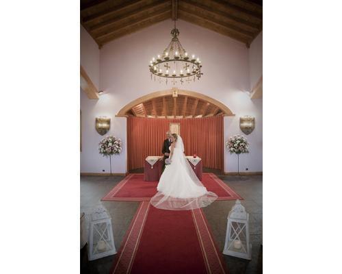 La novia en la capilla