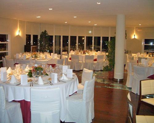 Montaje de boda en salon interior