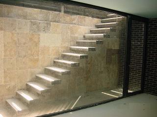 Escalera integrada en pared