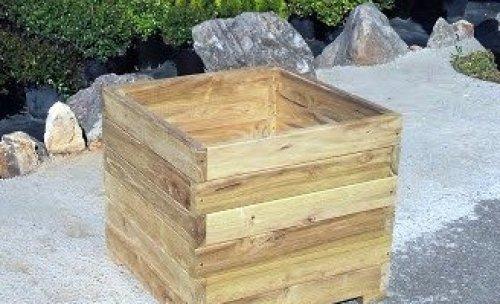 jardinera realizada en madera de acacia sin necesidad de tratamiento
