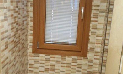 Colocacion de plato de ducha y alicatado completo de todo el contorno