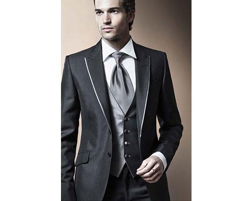 Considerado el creador del traje de novio