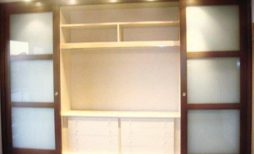 Armario japonés abierto