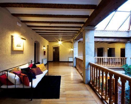 En el salón de la abadesa se funden lo moderno y lo antiguo