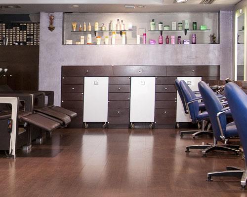 Más de 45 años especializados en el cuidado del cabello y la belleza