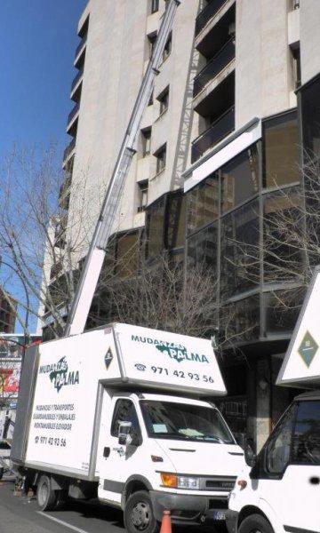 Camión y elevador