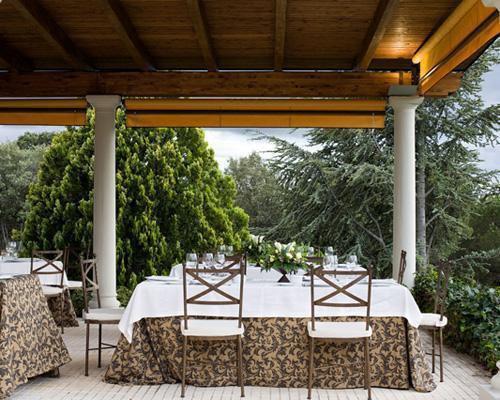 Montaje para banquete en el porche
