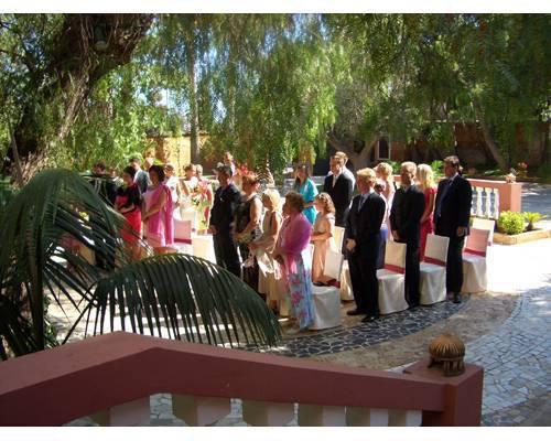 Una boda civil celebrada en uno de los jardines del molí d