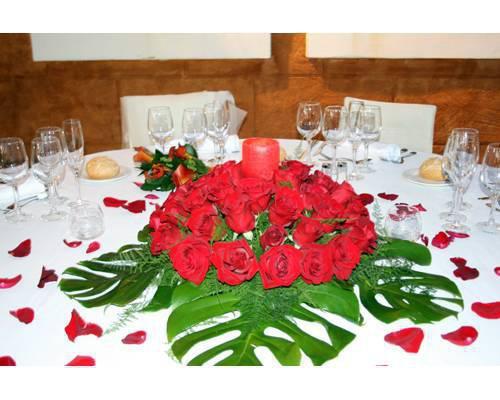 La decoración floral está incluída en el precio del menú