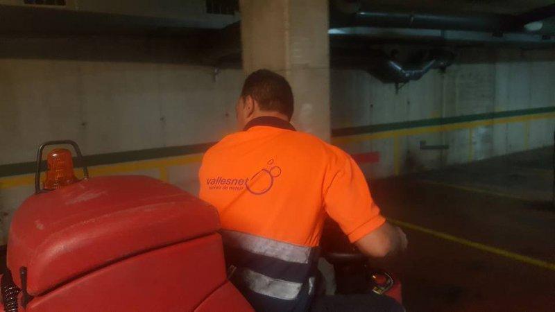 limpieza parking con maquina