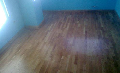 pintado de habitación y barnizado de suelo laminado