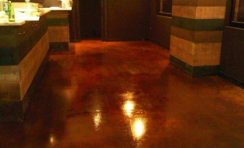 Pavimento continuo efecto metal oxidado