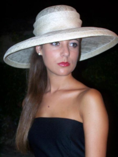 Encarnación López, Sombreros y Tocados