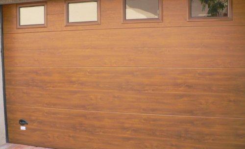 Puerta seccional imitación madera - Puertas Maemar