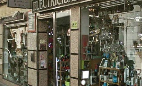 Escaparate de Electricidad Aranda en Almeria