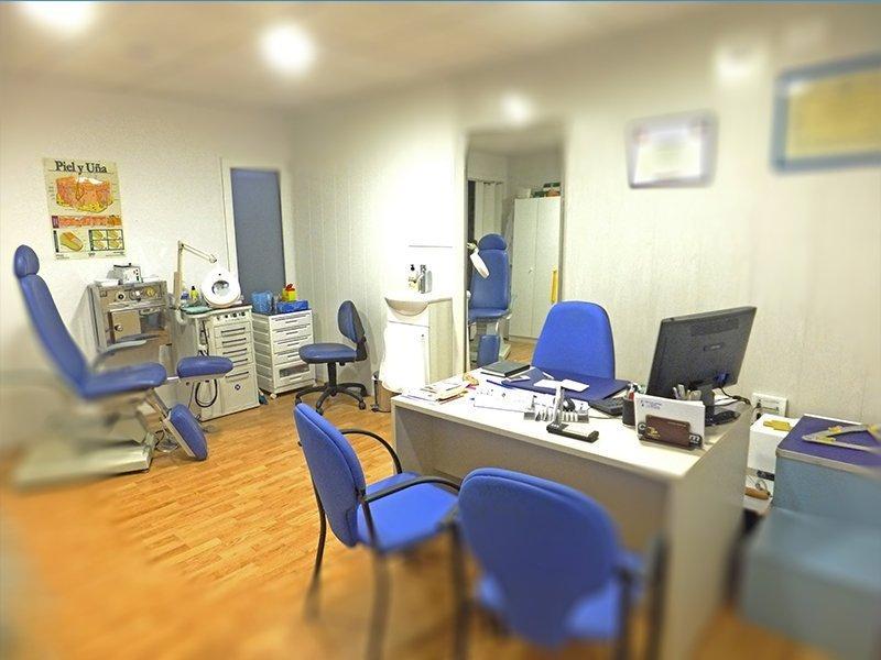 Amplia clínica podológica con la más avanzada tecnología