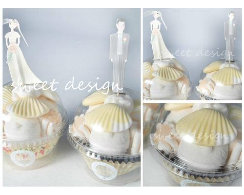 Cup cakes de chuches con adorno de novia y novio