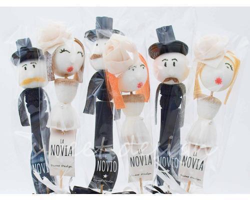 Muñecos de novia y novio a base de golosinas
