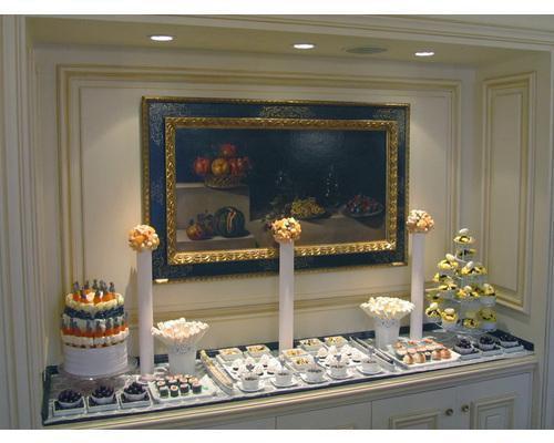Buffet de chucherías en la suite real del hotel palace