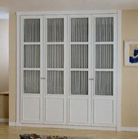 Armario de puerta batiente lacado en blanco con  cristal