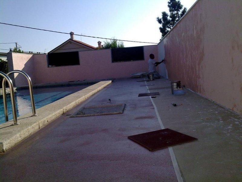estuco en pared de piscina