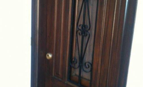 Barniz en puerta