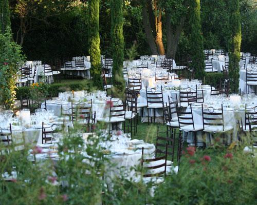 Montaje de banquete en jardin