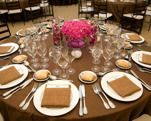 Detalle de mesa montada para boda