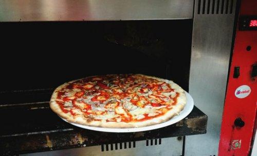 Pizza Sapor DItalia  saliendo de nuestro  horno de piedra!!!!