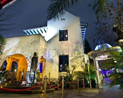 Jardines exóticos en los que se combinan el estilo árabe, hindú y tailandés