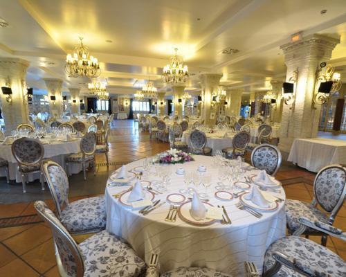 Salones lujosamente decorados