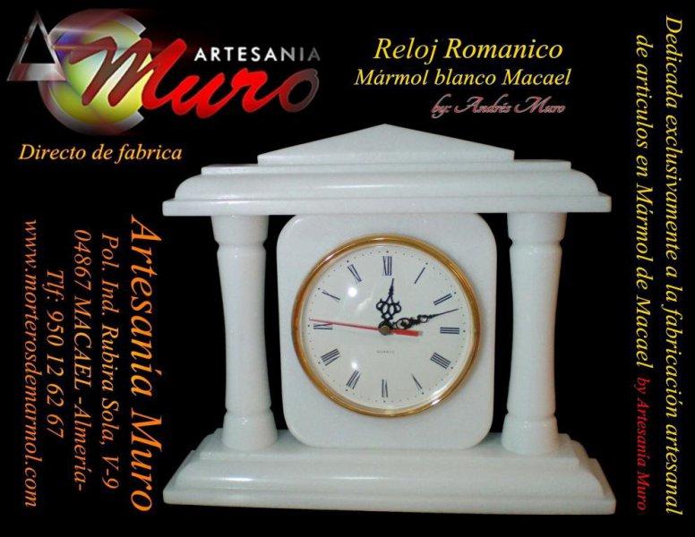 Reloj de Columnas by Artesanía Muro, en puro mármol blanco