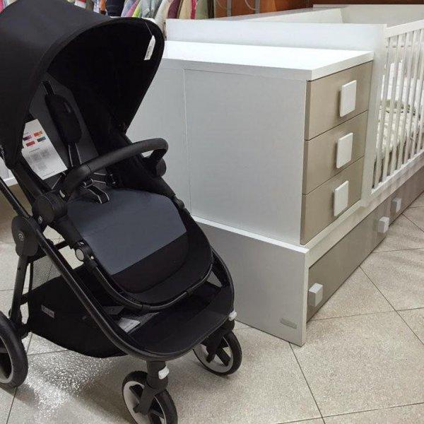 Artículos para el bebé. Sillas de paseo y cunas convertibles en cama