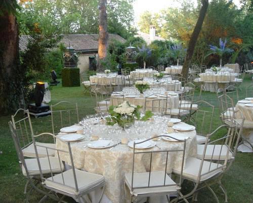 Amplios jardines con arboles centenarios