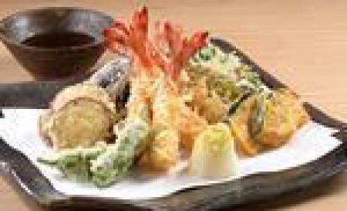 Tempura de verduras y marisco