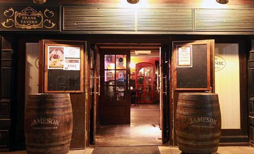 Entrada a the frank tavern