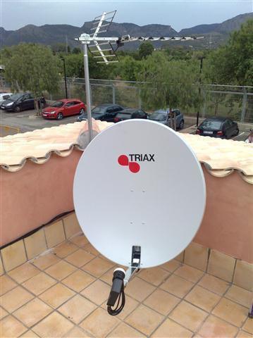 antena de TV y parabólica