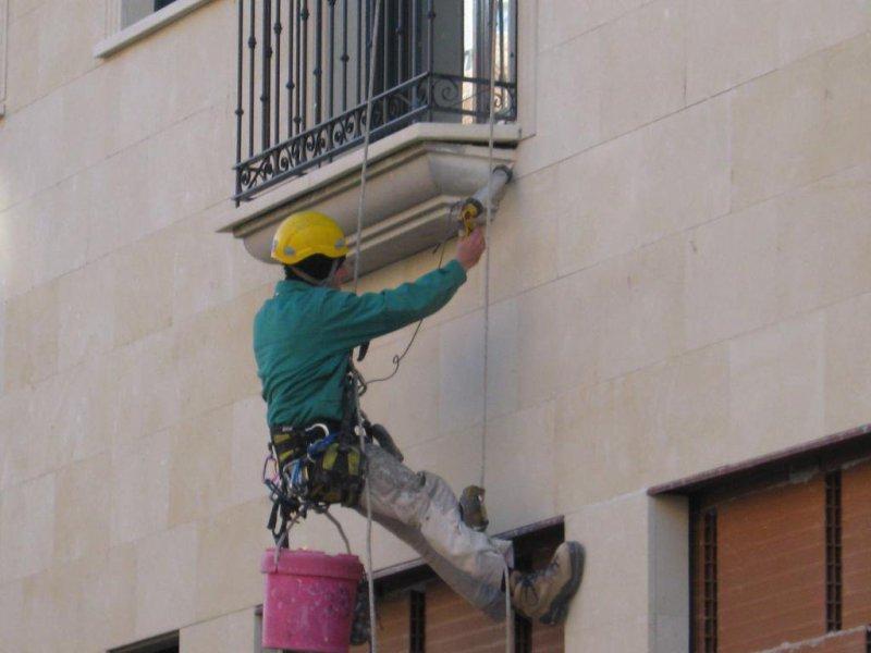 Limpieza de cristales, fachadas, muro cortina con trabajos verticales